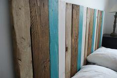 Une tête de lit fabriquée à partir de bois de palette récup'    http://www.homelisty.com/objets-deco-palette/