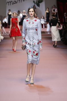Behind the scenes and exclusive contents from the Dolce amp Gabbana Women s  Winter 2016 Fashion Show 16833464fe