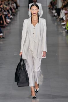 Max Mara Spring 2020 Ready-to-Wear Fashion Show - Vogue Catwalk Fashion, Fashion Mode, Fashion 2020, Fashion Week, Couture Fashion, Fashion Outfits, Womens Fashion, Fashion Trends, Vogue Fashion