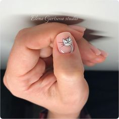 Котя😊 Хотите МК? 😁 Процесс рисования этого котика скоро будет в копилочке  на 👉 @elena_gartseva_studio  присоединяйтесь 🤗 😊  ручная роспись… Animal Nail Designs, Nail Art Designs Videos, Fall Nail Art Designs, Nail Art Videos, Cat Nail Art, Animal Nail Art, Trendy Nails, Cute Nails, Stiletto Nails