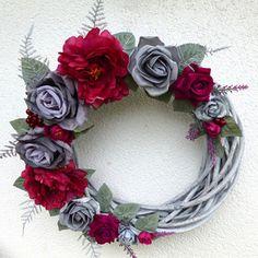 Velký vánoční věnec s pivoňkami a růžemi Christmas Wreaths, Christmas Decorations, Pretty Woman, Floral Wreath, Flowers, Home Decor, Christmas Swags, Homemade Home Decor, Flower Crowns