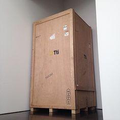 """Que serà? Que serà? Vam obrir la caixa i ho van trobar. """"Desitjos i necessitats""""."""