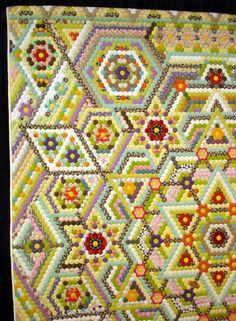 spotted on: Ancien-Nouveau: On grandma's garden quilts Hexagon patchwork Diy Quilt, Quilt Inspiration, Hexagon Patchwork, Hexagon Quilting, Crazy Patchwork, International Quilt Festival, Arte Popular, English Paper Piecing, Fabric Art