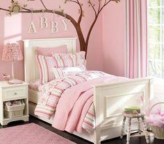 belle déco murale chambre fille linge de lit en rayures