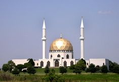 The Islamic Center in Perrysburg, Ohio. Nice building, nice people, and those minarets are higher than they look!