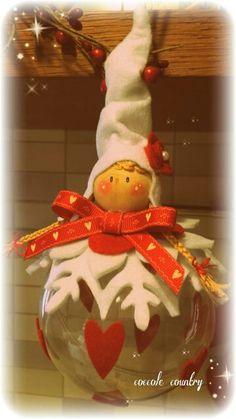 Folletta Natalizia Crochet Christmas Ornaments, Handmade Ornaments, Christmas Crafts, Christmas Makes, Simple Christmas, Christmas Holidays, Fairy Crafts, Felt Crafts, Plastic Canvas Christmas