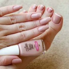 Want to know how to do gel nails at home? Learn the fundamentals with our DIY tutorial that will guide you step by step to professional salon quality nails. Natural Nail Polish, Natural Nails, Sexy Nails, Trendy Nails, Pedicure Nails, Toe Nails, Perfect Nails, Gorgeous Nails, Gel Nagel Design