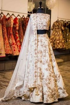 Best Ideas For Indian Bridal Lengha Royals Wedding Outfits Indian Gowns Dresses, Indian Fashion Dresses, Dress Indian Style, Indian Designer Outfits, Pakistani Dresses, Bridal Dresses, Pakistani Clothing, Abaya Style, Indian Designers