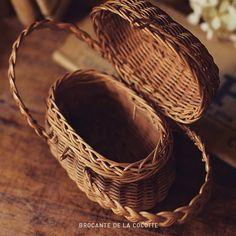 4.Sept.2016  ドール用のかわいい小さなパニエフランスより . . http://ift.tt/2bPs2eS .  #panier #カゴ #antique #アンティーク #antiques #ブロカント #brocante #フランス雑貨 #雑貨 #パニエ #かご #レトロ #昔 #古い #old #photo #写真 #ラココット #アンティークショップ #antiqueshop #brocantestyle #vintage #frenchcountry #basket #doll #miniture #ミニチュア #ドール小物