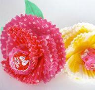 Tootsie pop and cupcake liner flowers Valentine Day Crafts, Be My Valentine, Holiday Crafts, Holiday Fun, Valentine Flowers, Walmart Valentines, Kids Valentines, Valentine Ideas, Cupcake Liner Crafts