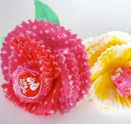 Cupcake Liner Crafts! What fun ideas for easy crafts for grandkids, not to mention us boomers and seniors. :)