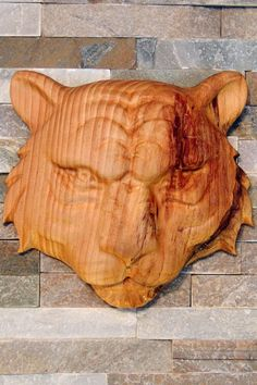 Très belle gravure 3D d'une tête de tigre en bois de Pin. Garage Atelier, Pin, Gravure, Lion Sculpture, Statue, Raw Wood, Rustic, Sculptures, Sculpture