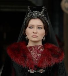 kösem sultan appreciation meme: stunning looks → black outerwear with red fur trimmings, and a red embroidered gown underneath. Kosem Sultan, Rococo Fashion, Turkish Beauty, Ottoman Empire, Crown Jewels, Turkish Actors, Beautiful Architecture, Red Fur, Woman Face