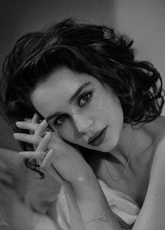 Adoring Emilia Clarke : Photo
