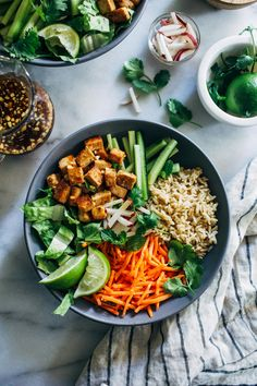 Lemongrass Tofu Bowls- lemongrass marinated tofu is served with crisp vegetables, cilantro and fresh mint for a light and refreshing meal that's perfect for summer. (vegan + gluten-free) You are in th Vegetarian Recipes, Healthy Recipes, Healthy Dinners, Tofu Recipes, Delicious Meals, Marinated Tofu, Clean Eating, Healthy Eating, Think Food
