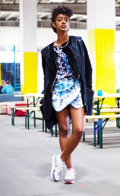 Noe- HYBRIDA BLOG- outfit of the day- shades of blue, prints, urban