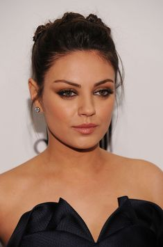 While Mila Kunis pretty much has the smoldering stare down pat, a blending of mahogany and copper shadows seals the deal.