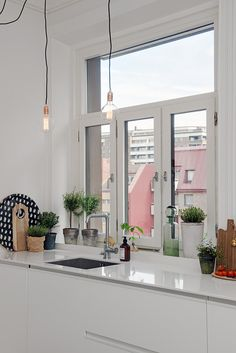 White kitchen via Alvhem.