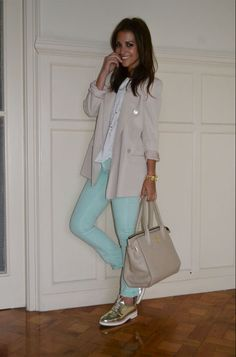Classy Street Style, Ariana Grande Outfits, Over 50 Womens Fashion, Got The Look, Casual Winter Outfits, Colourful Outfits, Classy And Fabulous, Casual Looks, Chic
