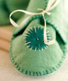 Felt Baby Booties with Stars Tutorial and Free Pattern