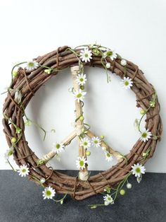 Peace Sign Grapevine Wreath with Daisy by Hippie Party, Flower Power Party, Daisy, Hippie Love, Hippie Vibes, How To Make Wreaths, Grapevine Wreath, Door Wreath, Grape Vines