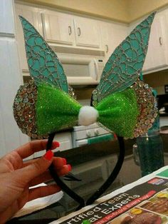 Tinkerbell Mickey Ears - fun toy for next trip Disney Diy, Deco Disney, Diy Disney Ears, Disney Mickey Ears, Disney Bows, Disney Crafts, Disney Outfits, Disneyland Trip, Disney Trips