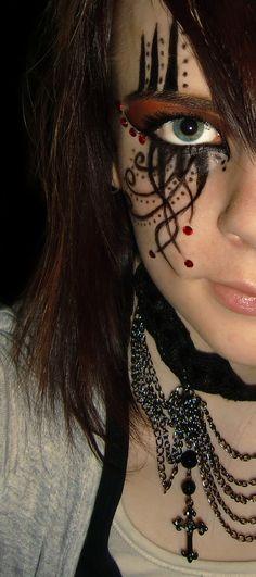 Google Image Result for http://eyemakeupphotos.com/wp-content/uploads/2011/05/Gothic-Eye-Makeup.jpg