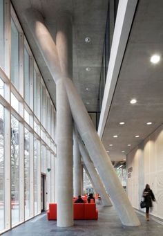 City of Westminster College, in-situ concrete columns