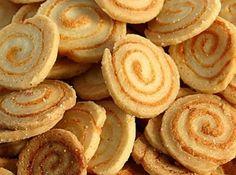 Biscoitinho Medalhão de Queijo - Veja como fazer em: http://cybercook.com.br/receita-de-biscoitinho-medalhao-de-queijo-r-13-109673.html?pinterest-rec