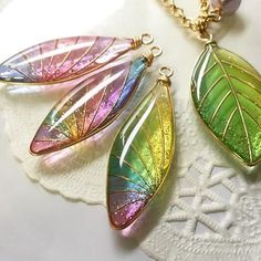 gorgeous resin pieces, no idea how they were made. Resin Jewlery, Resin Jewelry Making, Leaf Jewelry, Resin Necklace, Polymer Clay Jewelry, Wire Jewelry, Jewelry Crafts, Jewelry Art, Jewelery