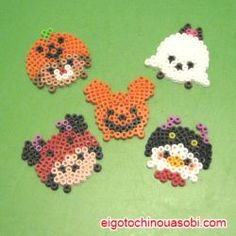ツムツム アイロンビーズ ハロウィン                                                                                                                                                                                 もっと見る Hama Beads Patterns, Beading Patterns, Christmas Perler Beads, Perler Bead Disney, Halloween Beads, Perler Bead Templates, Kawaii Diy, Tsumtsum, Iron Beads