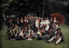 A large group of peasants pose at the Geneva folk costume...