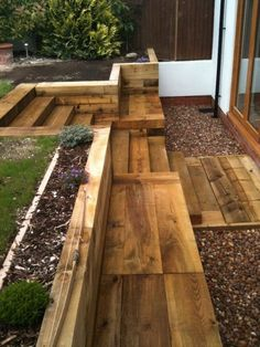 Steps, walls & Patio with new railway sleepers Creating tension through level differences New rooms can be created with different heights. Through a sunk garden, an elevated wooden terrace or raised b