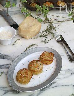 Hoy os traigo unas vistosas patatas al horno con queso parmesano y tomillo. Insultantemente fáciles de hacer, estas patatas son ideales ...