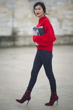 Nicole Warne in a fun lip heels. #Streetstyle at Paris Fashion Week #PFW