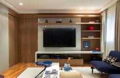 Decoração de: Sala de televisão; painél de madeira de marcenaria; Casa de Valentina