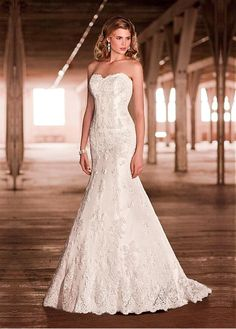 CAPTIVATING DOT TULLE WITH LACE APPLIQUES MERMAID TRUMPET STRAPLESS APPLIQUED WEDDING DRESS WITH CRYSTAL BUTTONS