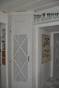 Love the storage about the doorway.