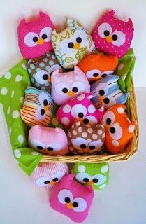 Omg Owl handwarmers Make these out of fleece and fill with rice = hand warmers, cold pack for boo-boos, or hot compresses for eyes! Kids Crafts, Cute Crafts, Crafts To Make, Arts And Crafts, Owl Crafts, Homemade Gifts, Diy Gifts, Diy Projects To Try, Craft Projects