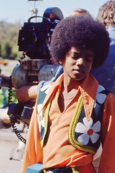 Michael Jackson back in da day Jackson 5, Jackson Family, Familia Jackson, Afro, The Jacksons, We Are The World, 70s Fashion, Black Is Beautiful, Music Artists