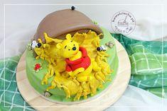 Tort urodzinowy dla dziecka w sylu angielskim Kubuś Puchatek, więcej na www.pieceacake.pl