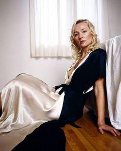 Kari Matchett, actress (Cube 2: Hypercube/Covert Affairs) Covert Affairs, Canadian Actresses, My Crush, Beautiful Celebrities, Hottest Photos, Silk Satin, Celebrity Photos, Street Photography