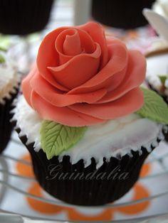 Cupcake con rosa roja