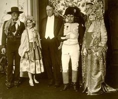 Douglas Fairbanks, Mary Pickford, William Randolph Hearst & Charlie at a Hearst costume party 1935 Old Hollywood Movies, Hollywood Party, Hooray For Hollywood, Golden Age Of Hollywood, Hollywood Stars, Classic Hollywood, Charlie Chaplin, Charles Spencer Chaplin, Marion Davies