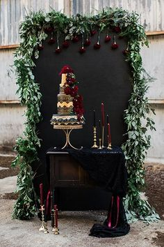 15 Ways to Use Moody Wedding Colors in Your Decor - WeddingWire wedding decorations 15 Ways to Use Moody Wedding Colors in Your Decor Burgundy Wedding, Fall Wedding, Black Wedding Decor, Wedding Hair, Perfect Wedding, Dark Red Wedding, Geek Wedding, Deco Buffet, Wedding Table Settings
