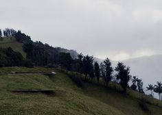 Projecting over a hillside in the Ecuadorean countryside, this small mirrored viewpoint was designed by Natura Futura Arquitectura as a rest stop for hikers.