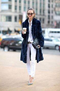 Estilo: Abrigos de pelo sintético... Son hermosos, femeninos, están de moda y económicos. Sólo tienes que encontrar un modelo que va con tu estilo.  Puedes combinarlo con pantalón vaquero, traje de oficina e incluso con un vestido de noche. Esta temporada están de moda abrigos de colores intensos y llamativos ;)
