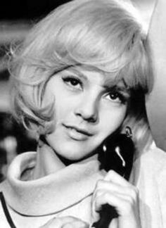 Sylvie Vartan born Sylvie Georges Vartanian 15 August 1944 is a French singer and actress She is known as one of the most productive and toughsounding y French Pop, French Chic, Dolly Parton, Short Bob Hairstyles, Vintage Hairstyles, Medium Hair Styles, Short Hair Styles, Vartan Sylvie, Classic Bob