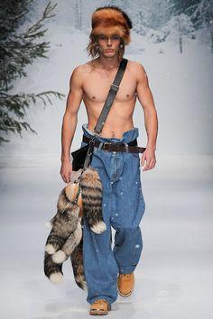 Moschino Fall 2015 Menswear Fashion Show Moschino, Fashion News, Fashion Show, Mens Fashion, Fashion Design, Runway Fashion, Urban Fashion, Jeremy Scott, Dolly Fashion