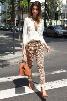 Stampa animalier: come indossarla 50 + outfits Leopard Pants Outfit, Leopard Print Outfits, Leopard Print Pants, Animal Print Outfits, Animal Print Fashion, Fashion Prints, Animal Prints, Look Fashion, Autumn Fashion